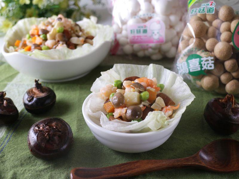 各種食材不同的軟硬度及質地,在口中將「豐富層次口感」完美呈現。且新鮮當季的食材特別鮮甜,簡單調味就好,伴隨著菇菇的香氣入口,多來幾份都沒問題~